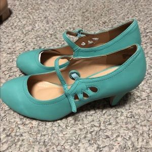 NWT Retro Pumps - Chase + Chloe - Teal - Size 10